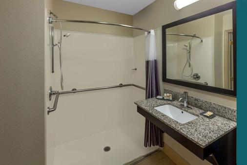 La Quinta Inn & Suites by Wyndham Midland North - Midland - Phòng tắm