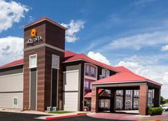 La Quinta Inn & Suites by Wyndham Midland North - Midland - Edifício