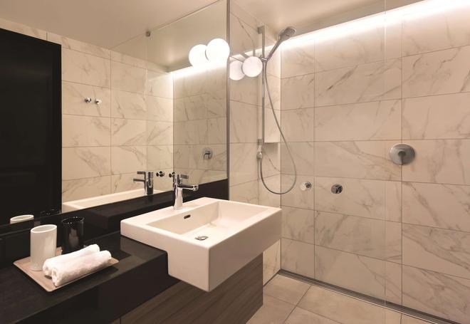 Adina Apartment Hotel Hamburg Speicherstadt - Гамбург - Ванная