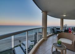 Xanadu Main Beach Resort - Clear Island Waters - Balcony