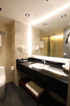 Prudential Hotel - Hong Kong - Bathroom