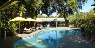Fawlty Towers - Livingstone - Piscina