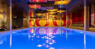 Radisson Blu Hotel, Basel - Basilea - Piscina