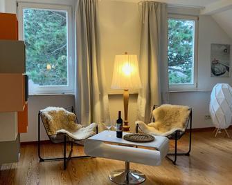 Villa Landenberger Outlet City Metzingen - Metzingen (Baden-Wurttemberg) - Living room