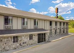 Super 8 by Wyndham Sturgeon Bay - Sturgeon Bay - Rakennus