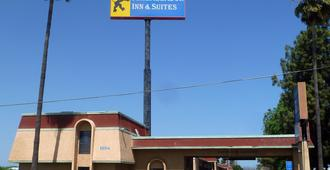 Ambassador Inn And Suites - Fresno - Edificio