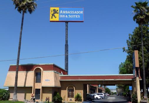 Ambassador Inn Fresno - Fresno - Building