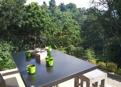 Bantal Guling Villa Bandung - Lembang