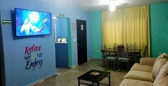 Royal Honey Hostel - Cancún - Olohuone