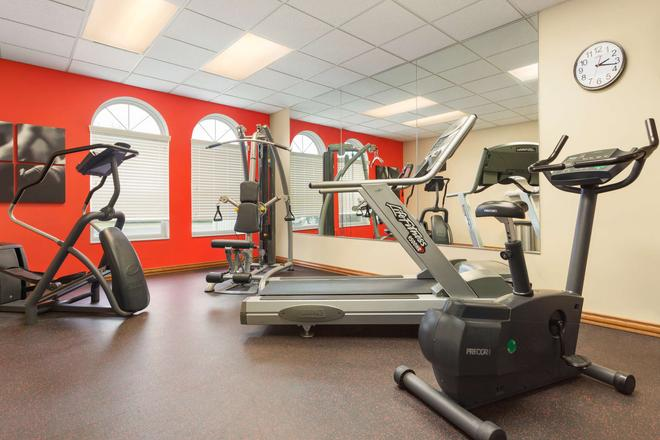 Country Inn & Suites by Radisson, Lincoln North - Lincoln - Gym