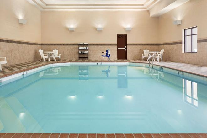 Country Inn & Suites by Radisson, Lincoln North - Lincoln - Pool