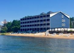 The Baywatch Resort - Traverse City - Building