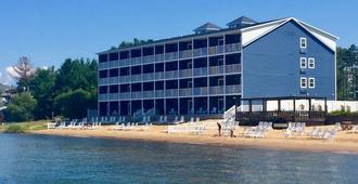 The Baywatch Resort - Traverse City - Building