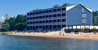 The Baywatch Resort - Traverse City