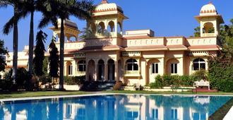 拉傑普塔納烏代布爾胡斯塔渡假酒店 - 烏代浦 - 烏代浦 - 游泳池