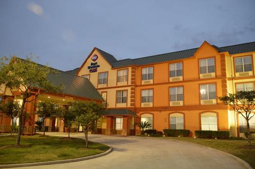 Best Western Plus Hobby Airport Inn & Suites - Houston - Edificio
