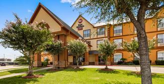 Best Western Plus Hobby Airport Inn & Suites - Houston - Building