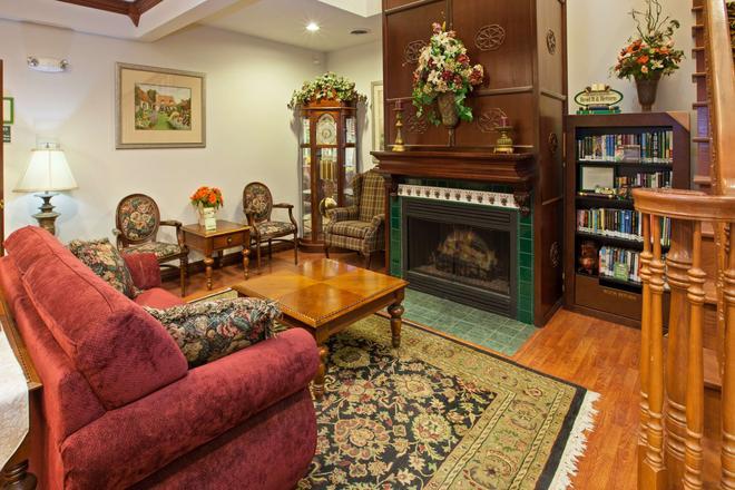 Country Inn & Suites by Radisson, Elkhart, IN - Elkhart - Living room
