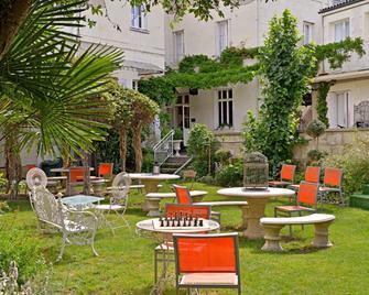 Citotel Le Plantagenet - Chinon - Binnenhof