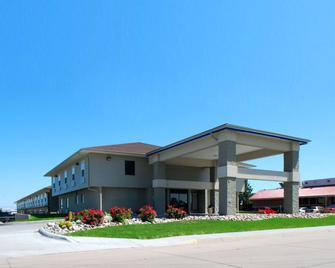 Econo Lodge Inn and Suites - Kearney - Building