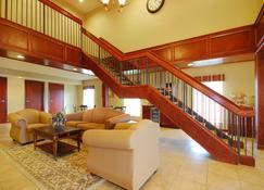 Econo Lodge Inn and Suites - Kearney - Lobby