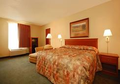 Econo Lodge Inn and Suites - Kearney - Bedroom