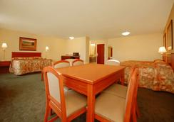Econo Lodge Inn and Suites - Kearney - Makuuhuone