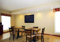 Econo Lodge Inn and Suites - Kearney - Ravintola