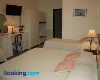 Hotel La Conchiglia - Ла-Маддалена - Спальня