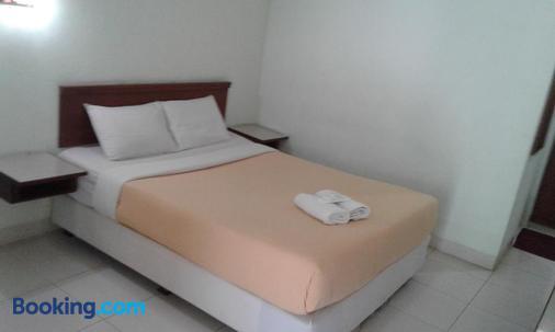 Pandu Lakeside Hotel Parapat - Toba Lake - Parapat - Bedroom