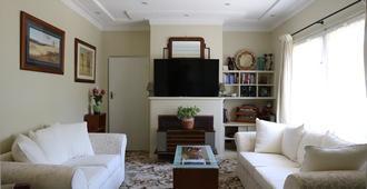 The Evergreen B&b - Canberra - Living room