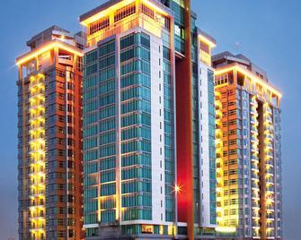 Cambridge Hotel Medan - Μεντάν - Κτίριο