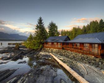 Seaside Cottages - Port Renfrew - Building