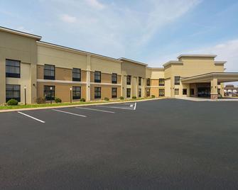Clarion Inn & Suites - Evansville - Toà nhà