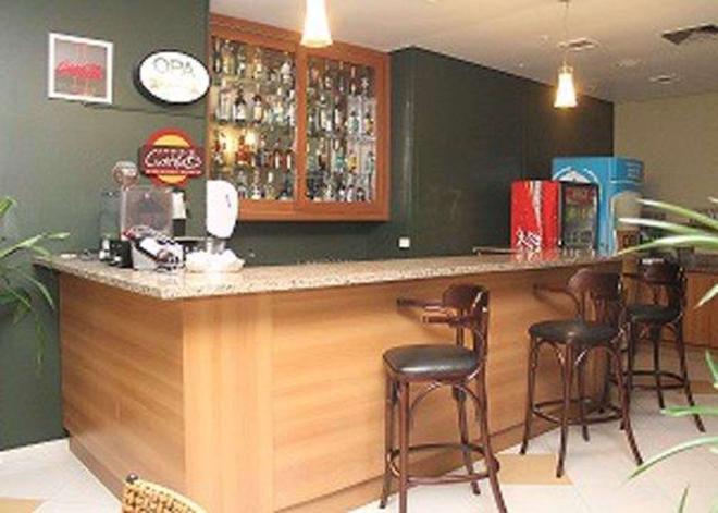若茵維萊凱富酒店 - 茹安維爾 - 茹安維爾 - 酒吧
