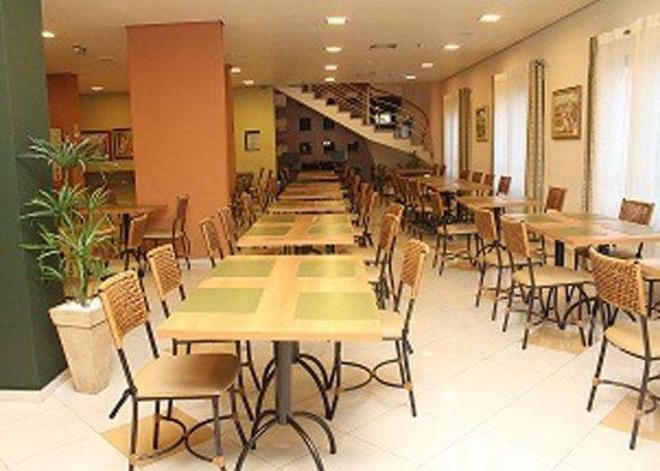若茵維萊凱富酒店 - 茹安維爾 - 茹安維爾 - 餐廳