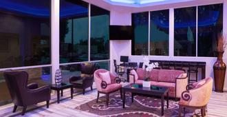 Super 8 by Wyndham Pasadena/LA Area - Pasadena - Σαλόνι ξενοδοχείου