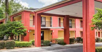 Days Inn by Wyndham Pensacola West - Pensacola - Edificio