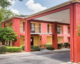 Days Inn by Wyndham Pensacola West - Pensacola - Building