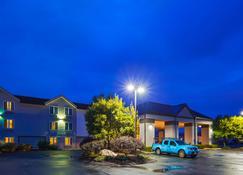 Best Western Hartford Hotel & Suites - Hartford - Building