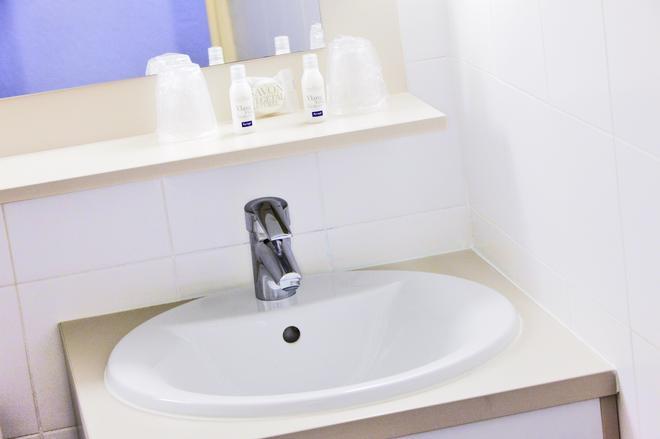 Hôtel Kyriad Marseille Est - Gémenos - Gémenos - Bathroom