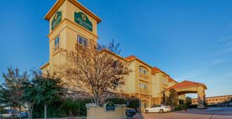 La Quinta Inn & Suites by Wyndham Houston Energy Corridor - Houston - Building