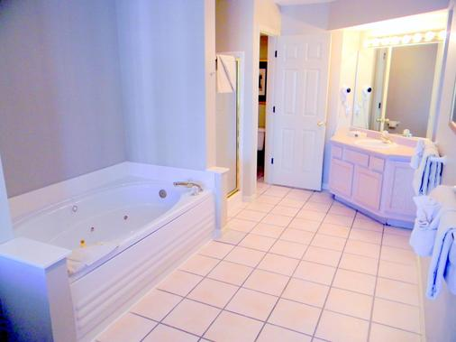 Carriage Place by Capital Vacations - Branson - Bathroom