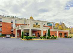 Quality Inn and Suites Lexington near I-64 and I-81 - Lexington - Rakennus