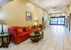 Quality Inn & Suites - Lexington - Lobby