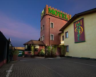 Hotel Motel Del Duca - Cava Manara - Building
