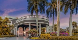 La Quinta Inn & Suites by Wyndham Naples Downtown - נייפלס