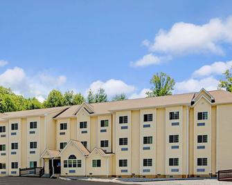 Microtel Inn & Suites by Wyndham Bryson City - Bryson City - Building