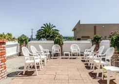 Clarion Hotel By Humboldt Bay - Eureka - Patio