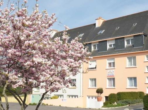 Maison Et Table d'Hotes Joliot Curie - Gestel - Building